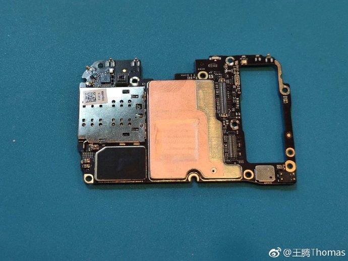 Xiaomi Mi 9 disassembling